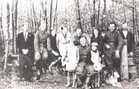 Rodzina Borczyków z polskimi ułanami