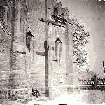 Krzyż przed kościołem